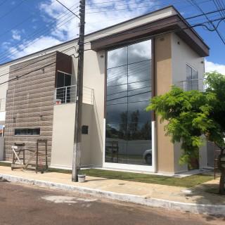 Casa Duplex Nova, recém construída, 03 suítes, condomínio fechado.