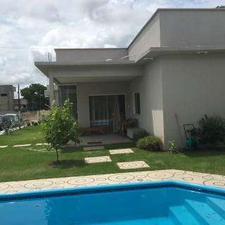 Casa residencial à venda, em condomínio dentro da cidade.