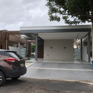 Casa Residencial de Alto padrão em Condomínio.
