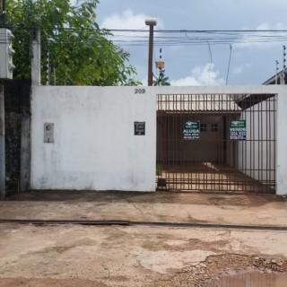 Casa à venda com 02 quartos próximo ao centro